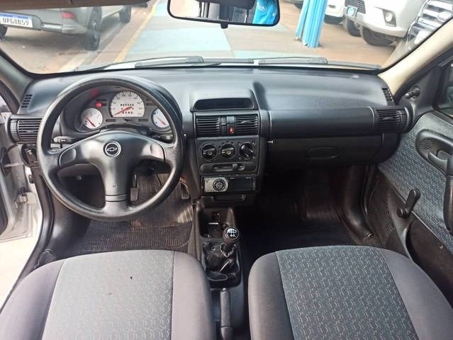 //www.autoline.com.br/carro/chevrolet/corsa-16-hatch-wind-8v-gasolina-4p-manual/2001/campo-grande-ms/14946781