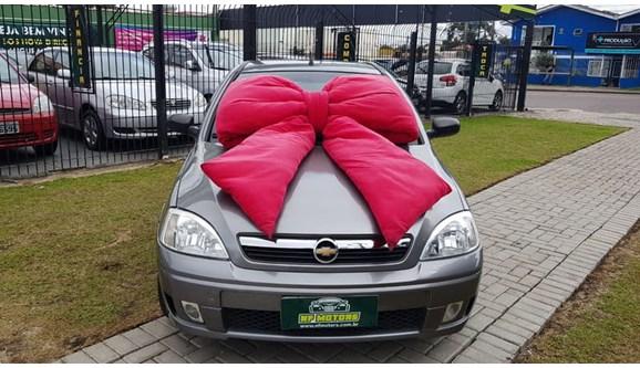 //www.autoline.com.br/carro/chevrolet/corsa-10-8v-sedan-gasolina-4p-manual/2004/curitiba-pr/8110916