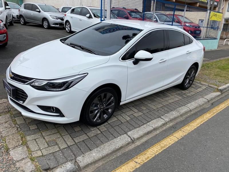 //www.autoline.com.br/carro/chevrolet/cruze-14-sedan-ltz-16v-flex-4p-turbo-automatico/2017/curitiba-pr/11719086