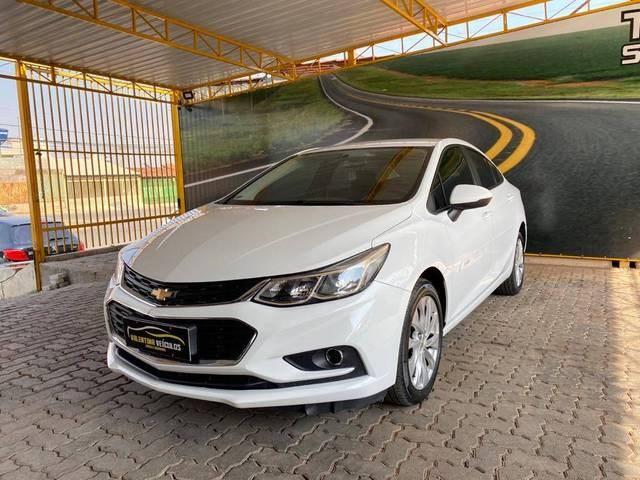 //www.autoline.com.br/carro/chevrolet/cruze-14-sedan-lt-16v-flex-4p-turbo-automatico/2017/brasilia-df/12596345