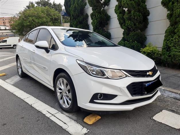 //www.autoline.com.br/carro/chevrolet/cruze-14-sedan-lt-16v-flex-4p-turbo-automatico/2018/sao-paulo-sp/13798460