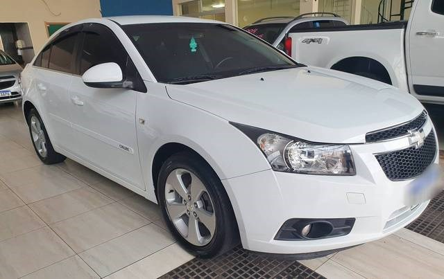 //www.autoline.com.br/carro/chevrolet/cruze-18-sedan-lt-16v-flex-4p-manual/2014/aracatuba-sp/13904696