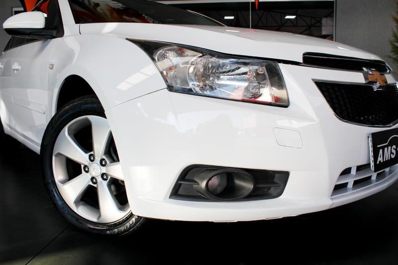 //www.autoline.com.br/carro/chevrolet/cruze-18-sedan-lt-16v-flex-4p-automatico/2014/curitiba-pr/14876787