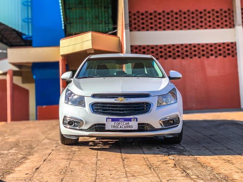 //www.autoline.com.br/carro/chevrolet/cruze-18-sedan-lt-16v-flex-4p-automatico/2015/jatai-go/15151592