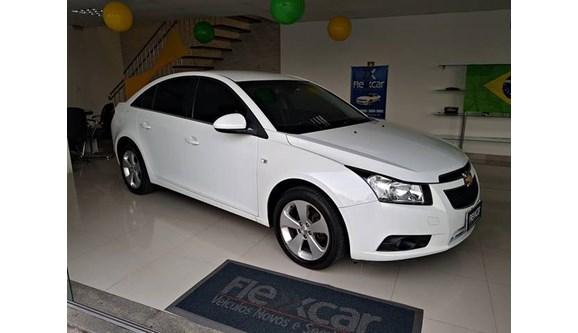 //www.autoline.com.br/carro/chevrolet/cruze-18-lt-16v-sedan-flex-4p-automatico/2013/serra-es/6786891