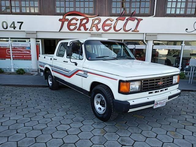 //www.autoline.com.br/carro/chevrolet/d-20-pick-up-40-custom-de-luxe-cabdupla-90cv-4p-diesel-man/1989/guaramirim-sc/14665356