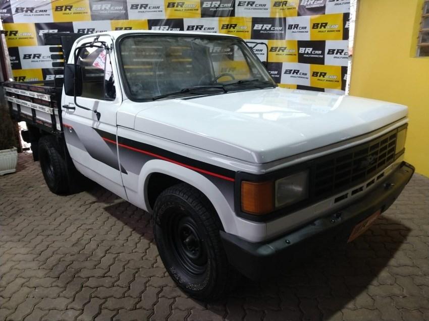 //www.autoline.com.br/carro/chevrolet/d-20-pick-up-40-custom-de-luxe-cabdupla-90cv-4p-diesel-man/1985/caxias-do-sul-rs/15187093