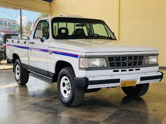//www.autoline.com.br/carro/chevrolet/d-20-pick-up-40-conquest-cabsimp-90cv-2p-diesel-manual/1993/brasilia-df/15203845