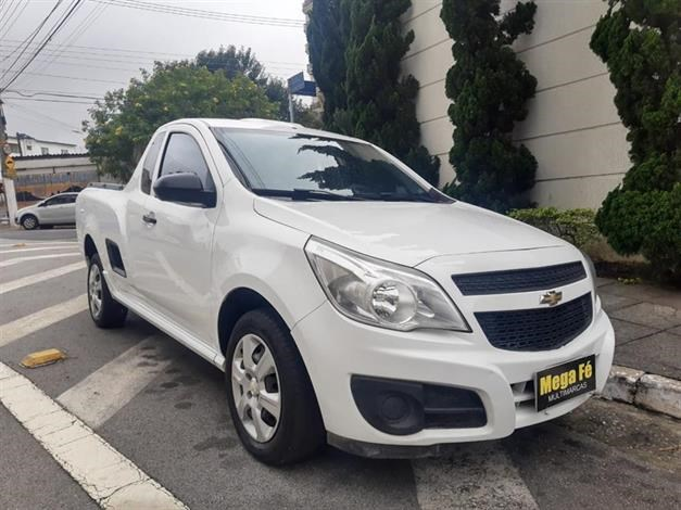 //www.autoline.com.br/carro/chevrolet/montana-14-ls-8v-flex-2p-manual/2018/sao-paulo-sp/14448195