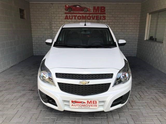 //www.autoline.com.br/carro/chevrolet/montana-14-ls-8v-flex-2p-manual/2014/chapeco-sc/14879325