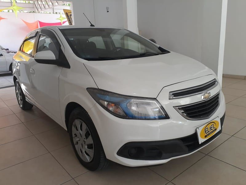 //www.autoline.com.br/carro/chevrolet/onix-14-lt-8v-flex-4p-manual/2013/volta-redonda-rj/12768669