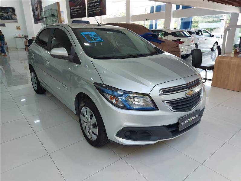//www.autoline.com.br/carro/chevrolet/onix-14-lt-8v-flex-4p-automatico/2015/sao-paulo-sp/12811030