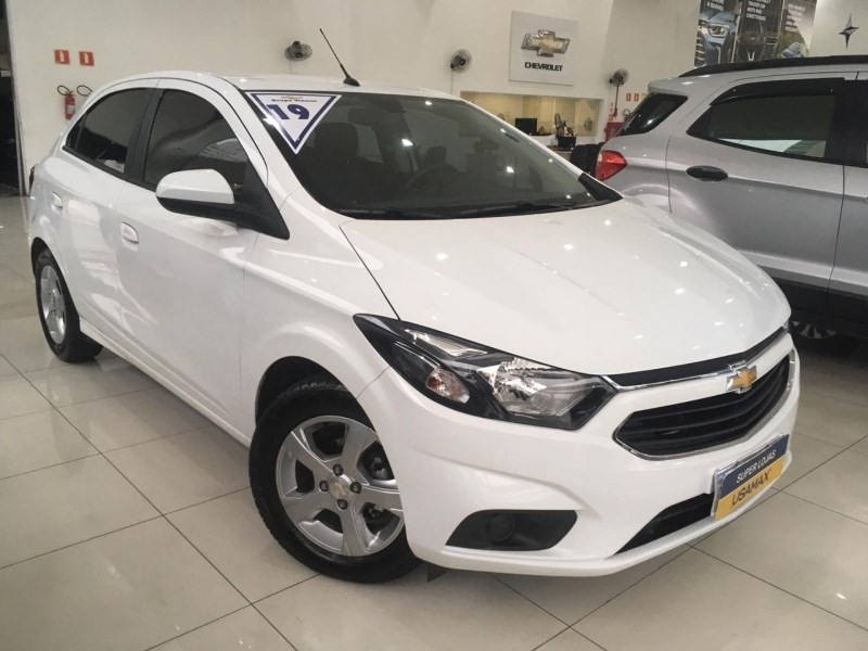 //www.autoline.com.br/carro/chevrolet/onix-14-lt-8v-flex-4p-automatico/2019/sao-paulo-sp/13070923
