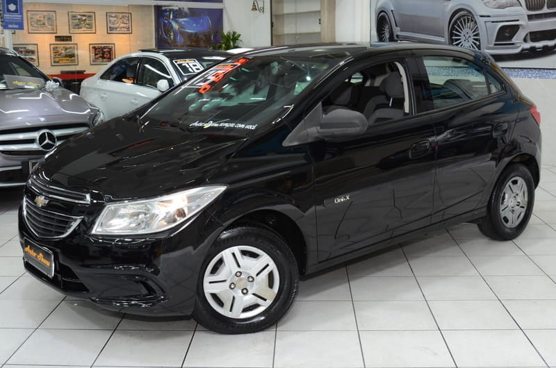 //www.autoline.com.br/carro/chevrolet/onix-10-lt-8v-flex-4p-manual/2015/sao-paulo-sp/13174759