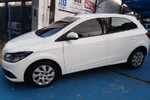 //www.autoline.com.br/carro/chevrolet/onix-10-lt-8v-flex-4p-manual/2014/campinas-sp/14665280