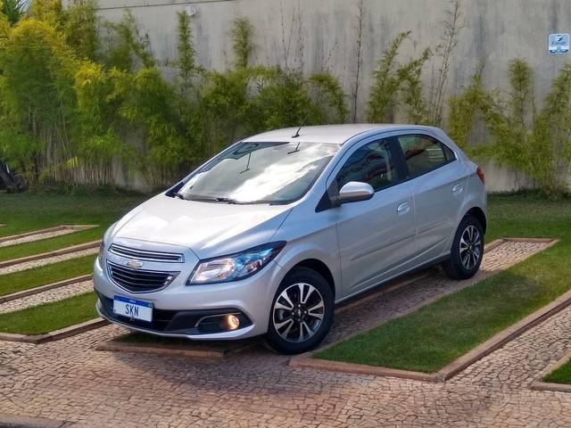 //www.autoline.com.br/carro/chevrolet/onix-14-ltz-8v-flex-4p-automatico/2015/brasilia-df/14847428