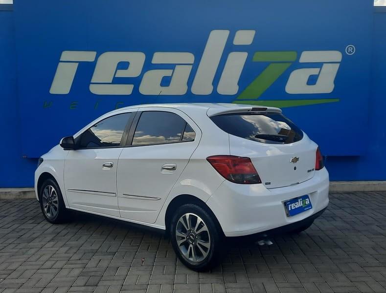 //www.autoline.com.br/carro/chevrolet/onix-14-ltz-8v-flex-4p-automatico/2015/guarapuava-pr/14951428