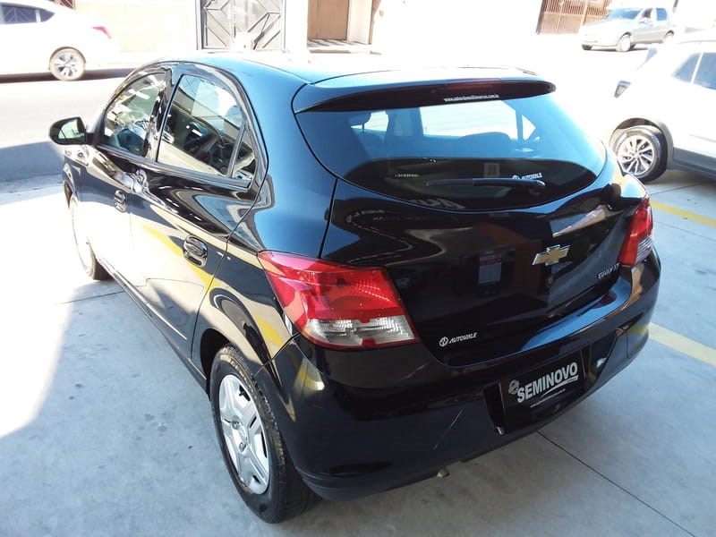 //www.autoline.com.br/carro/chevrolet/onix-10-lt-8v-flex-4p-manual/2013/mogi-das-cruzes-sp/15165802