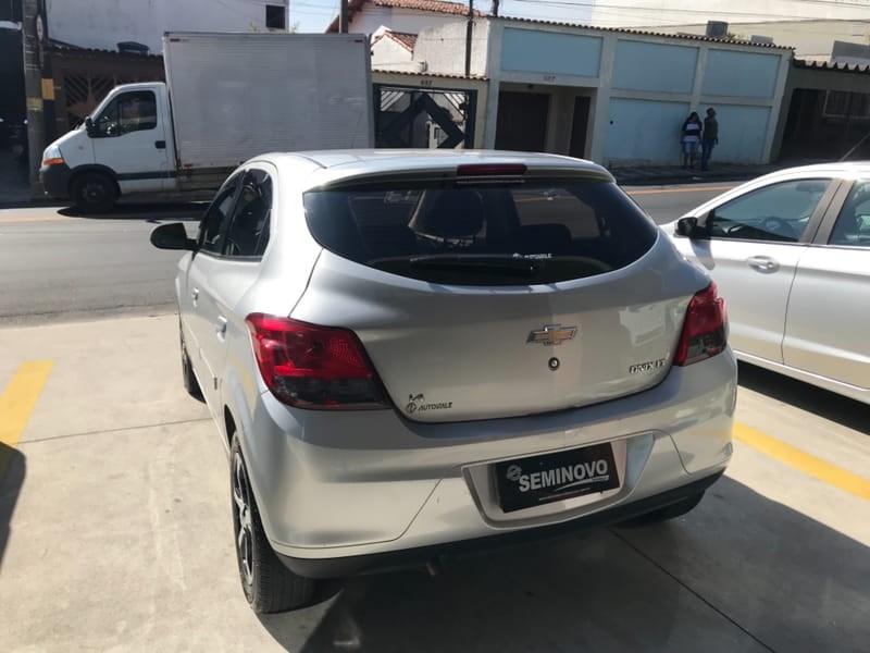 //www.autoline.com.br/carro/chevrolet/onix-14-lt-8v-flex-4p-manual/2013/mogi-das-cruzes-sp/15236861