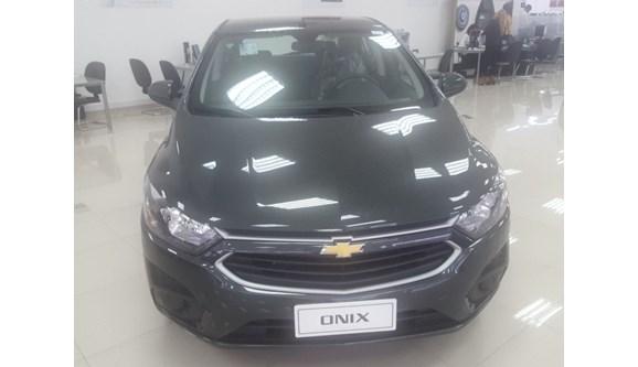 //www.autoline.com.br/carro/chevrolet/onix-10-lt-8v-flex-4p-manual/2018/sao-paulo-sp/5635255