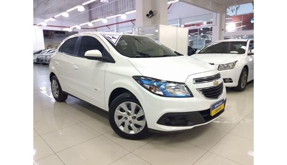 //www.autoline.com.br/carro/chevrolet/onix-14-lt-8v-flex-4p-manual/2014/sao-paulo-sp/6901383