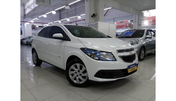 //www.autoline.com.br/carro/chevrolet/onix-14-lt-8v-flex-4p-manual/2013/sao-paulo-sp/7026707
