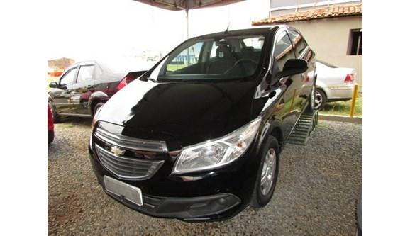//www.autoline.com.br/carro/chevrolet/onix-10-ls-8v-flex-4p-manual/2013/brasilia-df/6642516