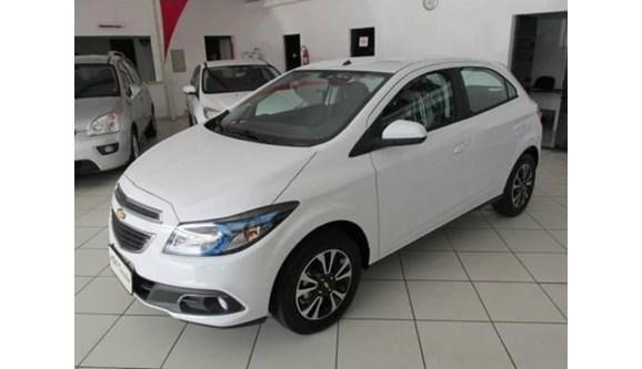 //www.autoline.com.br/carro/chevrolet/onix-14-ltz-8v-spe-4-98cv-4p-flex-automatico/2015/cascavel-pr/7831135