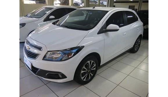 //www.autoline.com.br/carro/chevrolet/onix-14-ltz-8v-flex-4p-automatico/2015/sao-jose-do-rio-preto-sp/7926478