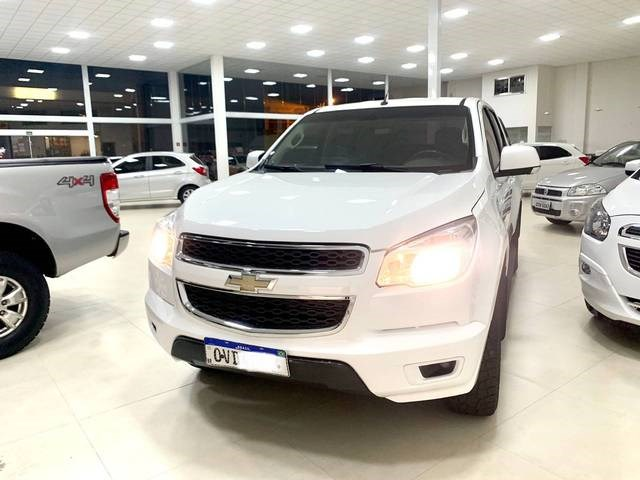 //www.autoline.com.br/carro/chevrolet/s-10-28-cd-lt-16v-diesel-4p-turbo-automatico/2014/rio-verde-go/12916894