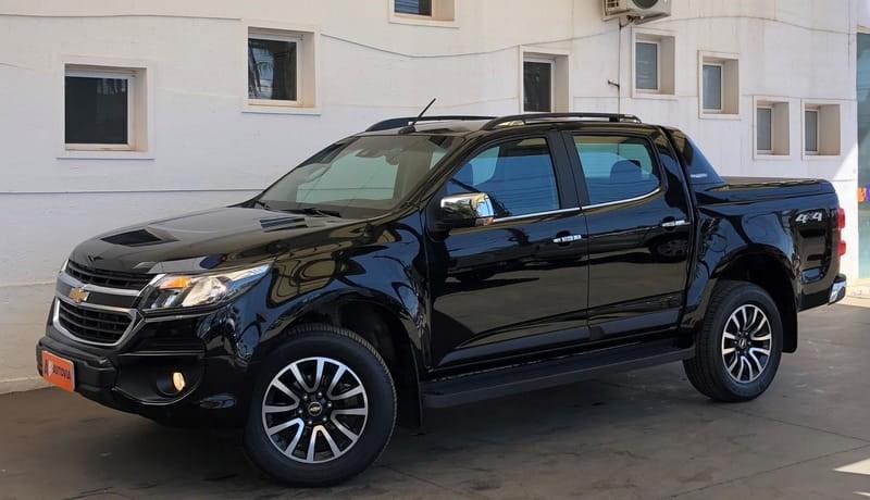 //www.autoline.com.br/carro/chevrolet/s-10-28-cd-high-country-16v-diesel-4p-4x4-turbo-au/2017/brasilia-df/15548567