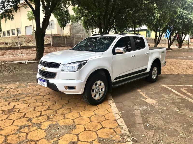 //www.autoline.com.br/carro/chevrolet/s-10-25-ltz-16v-flex-4p-manual-4x4/2015/jatai-go/9494799