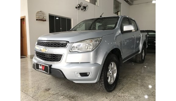 //www.autoline.com.br/carro/chevrolet/s-10-28-lt-16v-diesel-4p-automatico-4x4-turbo-inte/2013/nova-serrana-mg/9856625