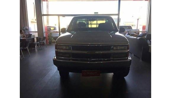 //www.autoline.com.br/carro/chevrolet/silverado-42-d20-rodeio-12v-diesel-2p-manual/2001/quirinopolis-go/9224694