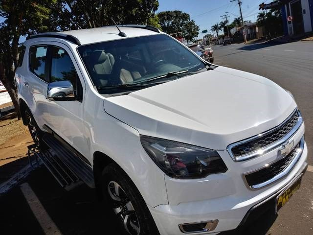 //www.autoline.com.br/carro/chevrolet/trailblazer-28-ltz-16v-diesel-4p-4x4-turbo-automatico/2015/rio-verde-go/15163332