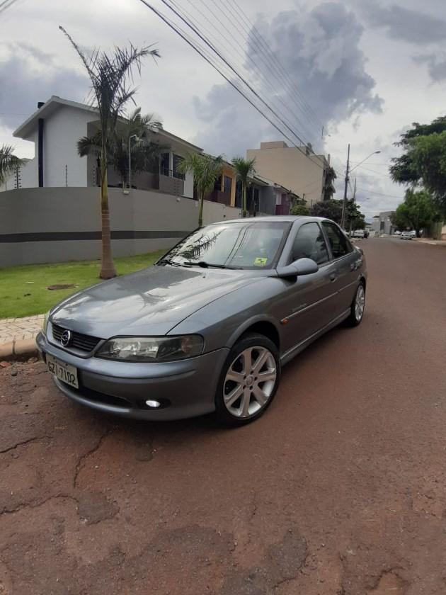 //www.autoline.com.br/carro/chevrolet/vectra-22-challenge-16v-sedan-gasolina-4p-manual/2001/cascavel-pr/11001714