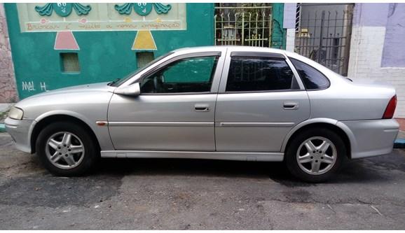 //www.autoline.com.br/carro/chevrolet/vectra-22-cd-16v-sedan-gasolina-4p-automatico/2001/sao-paulo-sp/6263750
