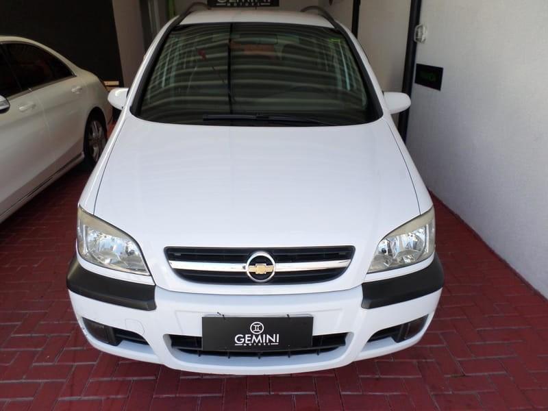 //www.autoline.com.br/carro/chevrolet/zafira-20-l-expression-8v-flex-4p-automatico/2012/curitiba-pr/13575101