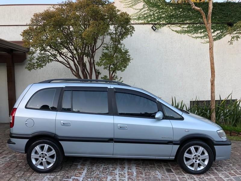 //www.autoline.com.br/carro/chevrolet/zafira-20-l-elegance-8v-flex-4p-manual/2010/porto-alegre-rs/13710877