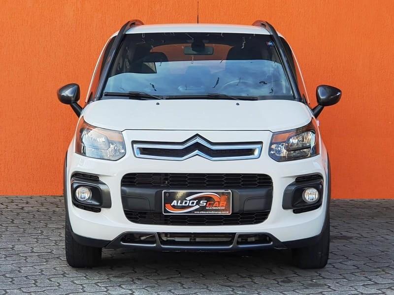//www.autoline.com.br/carro/citroen/aircross-16-exclusive-salomon-16v-flex-4p-automatico/2015/curitiba-pr/15709282