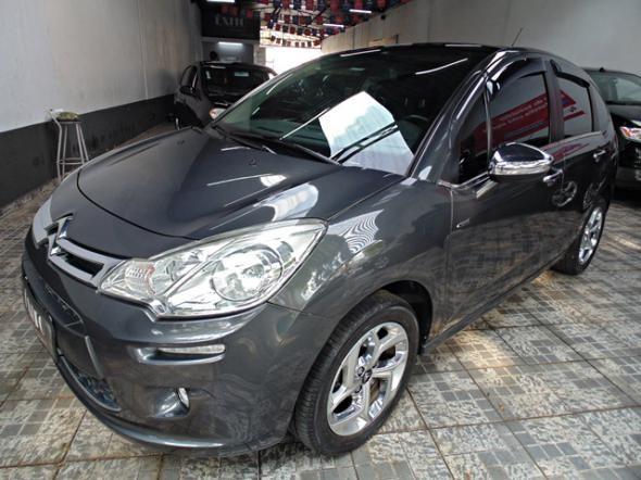 //www.autoline.com.br/carro/citroen/c3-16-exclusive-16v-flex-4p-automatico/2013/sao-paulo-sp/13941091