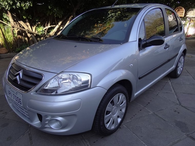 //www.autoline.com.br/carro/citroen/c3-16-glx-16v-flex-4p-automatico/2009/porto-alegre-rs/15206915
