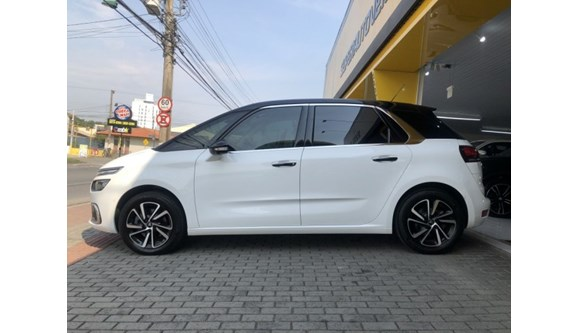 //www.autoline.com.br/carro/citroen/c4-picasso-16-intensive-16v-gasolina-4p-automatico/2018/blumenau-sc/11239328