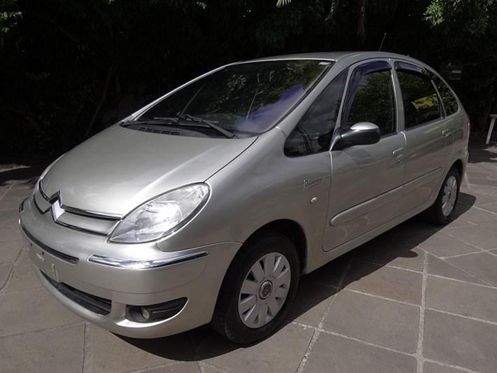 //www.autoline.com.br/carro/citroen/xsara-picasso-16-exclusive-16v-flex-4p-manual/2011/porto-alegre-rs/13578270
