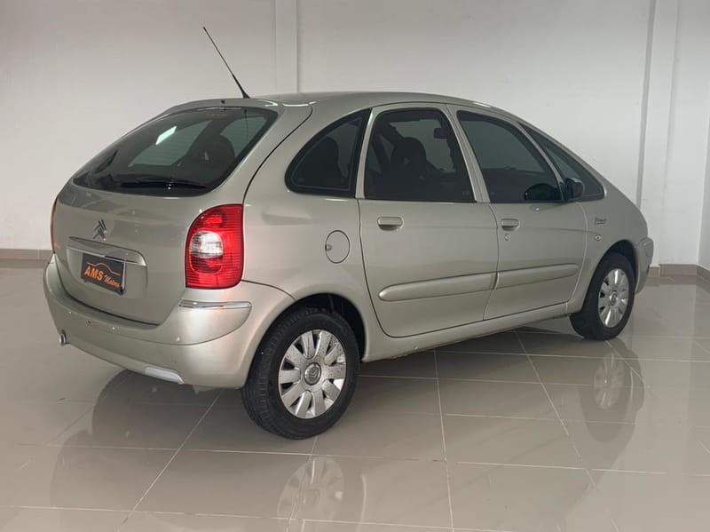 //www.autoline.com.br/carro/citroen/xsara-picasso-16-glx-16v-flex-4p-manual/2012/curitiba-pr/15082999