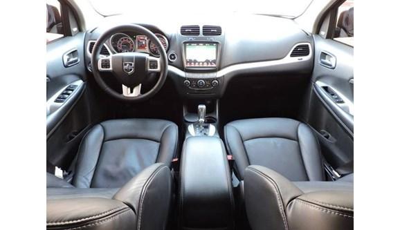 //www.autoline.com.br/carro/dodge/journey-36-sxt-24v-gasolina-4p-automatico/2013/novo-hamburgo-rs/7865430