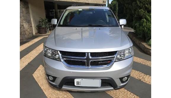 //www.autoline.com.br/carro/dodge/journey-36-rt-24v-gasolina-4p-automatico-4x4/2014/londrina-pr/9794229