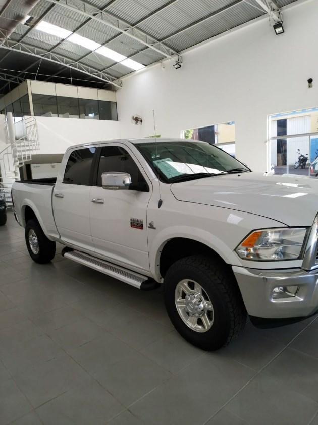 //www.autoline.com.br/carro/dodge/ram-67-2500-laramie-crew-cab-4x4-v-6-310cv-4p-die/2012/dracena-sp/11515238