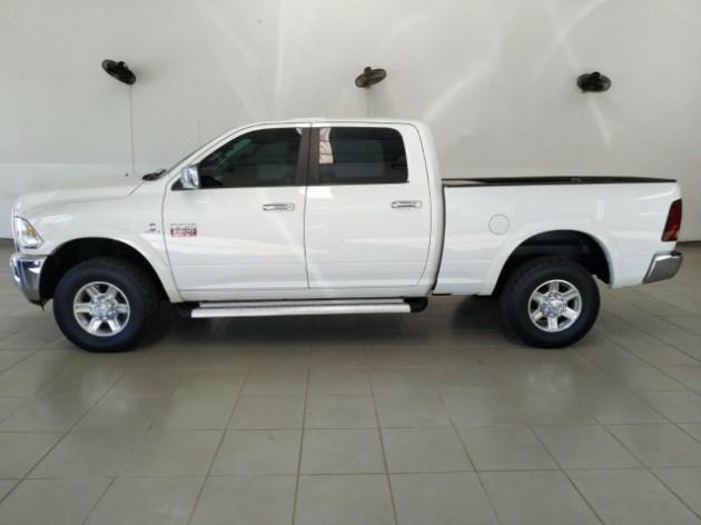 //www.autoline.com.br/carro/dodge/ram-2500-67-2500-laramie-crew-cab-4x4-v-6-310cv-4p-die/2012/tupa-sp/11510690