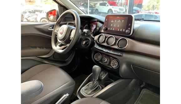 //www.autoline.com.br/carro/fiat/cronos-18-precision-16v-flex-4p-automatico/2019/sao-paulo-sp/13063023